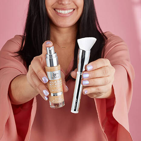 Heavenly Skin™ Skin-Smoothing Complexion Brush #704