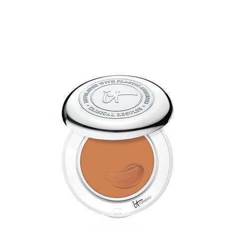 Confidence in a Compact Foundation with SPF 50+